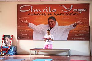 amritayoga.com_Yoga Talks_Finding Strength through an Amazing Journey to Handstand
